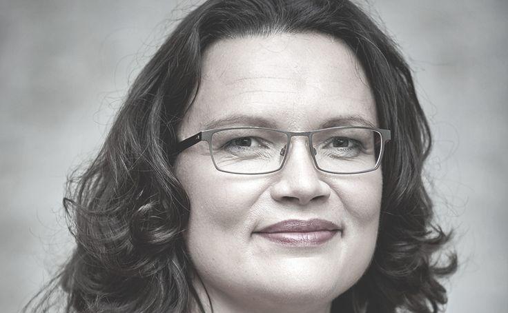 """Bundesarbeitsministerin Andrea Nahles (SPD) hat die von ihr geplante Solidarrente gegen Kritik verteidigt. In einem Interview mit der Zeitung """"Bild"""" (Samstag) sagte Nahles: """"Bei der Solidarrente geht es darum, nach einem langen Arbeitsleben mehr als nur eine Grundsicherung zu bekommen. Das Rentenniveau beträgt aktuell 47 Prozent vom letzten Einkommen. Das Rentensystem ist stabil"""