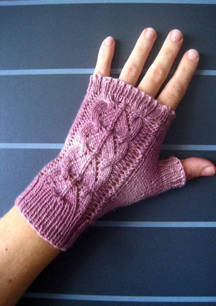 Rosa-Belle Fingerless Mitts Knitting Pattern. So pretty and so easy to knit!