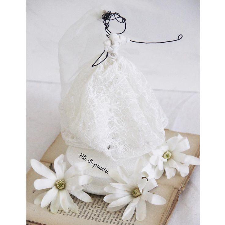 """""""Mi piace"""": 197, commenti: 17 - Daniela Corti•Wire & Textile (@filidipoesia) su Instagram: """"La felicità di una sposa mi regala un gran sorriso il primo giorno di primavera  Can't you see…"""""""