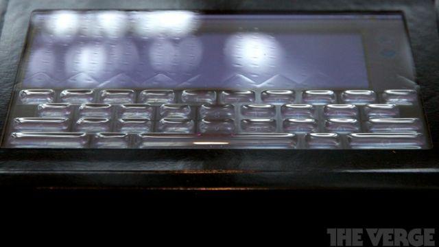 Tactus Technology presenta una pantalla táctil con botones que aparecen y desaparecen  http://www.xatakamovil.com/p/35624