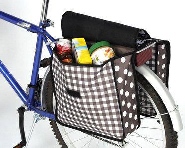 Vrolijke dubbele fietstas met bloemen en stippen.  Van sterk nylon materiaal.  Maat zijtassen 35 x 28 x 13 cm.  Alleen nog verkrijgbaar in zwart.  Gewicht 0.6 kg....
