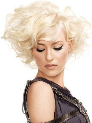 #Platinum Blonde.: Paul Mitchell, Blondes Hairstyles, Hair Colors, Platinum Blondes, Shorts Style, Medium Hair, Shorts Bobs, Big Hair, Cards Techniques