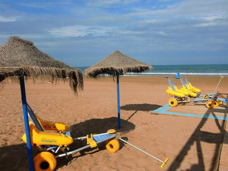 Aan de Costa Blanca zijn deze strand buggies, bedoelt voor #mindervaliden ,  een bekende verschijning. Zij worden gratis ter beschikking gesteld. Er kan zowel op het strand als het wáter mee in gereden worden. Een goed initiatief dat bedraagt aan de toegankelijkheid en een extra dimensie kan geven aan de #aangepaste #vakantie.