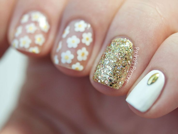Negative Space Nail Art for Short Nails by @paulinaspassions - absolutely gorgeous