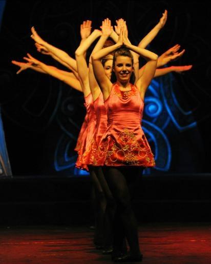 Rhythm of the Dance - Diese zwei Stunden mit extravagantem Tanz und Live-Musik beinhalten eine Fülle von irischen Talenten. Vom 08.01.14 bis 26.01.14 an diversen Spielorten. Tickets: http://www.ticketcorner.ch/rhythm-of-the-dance