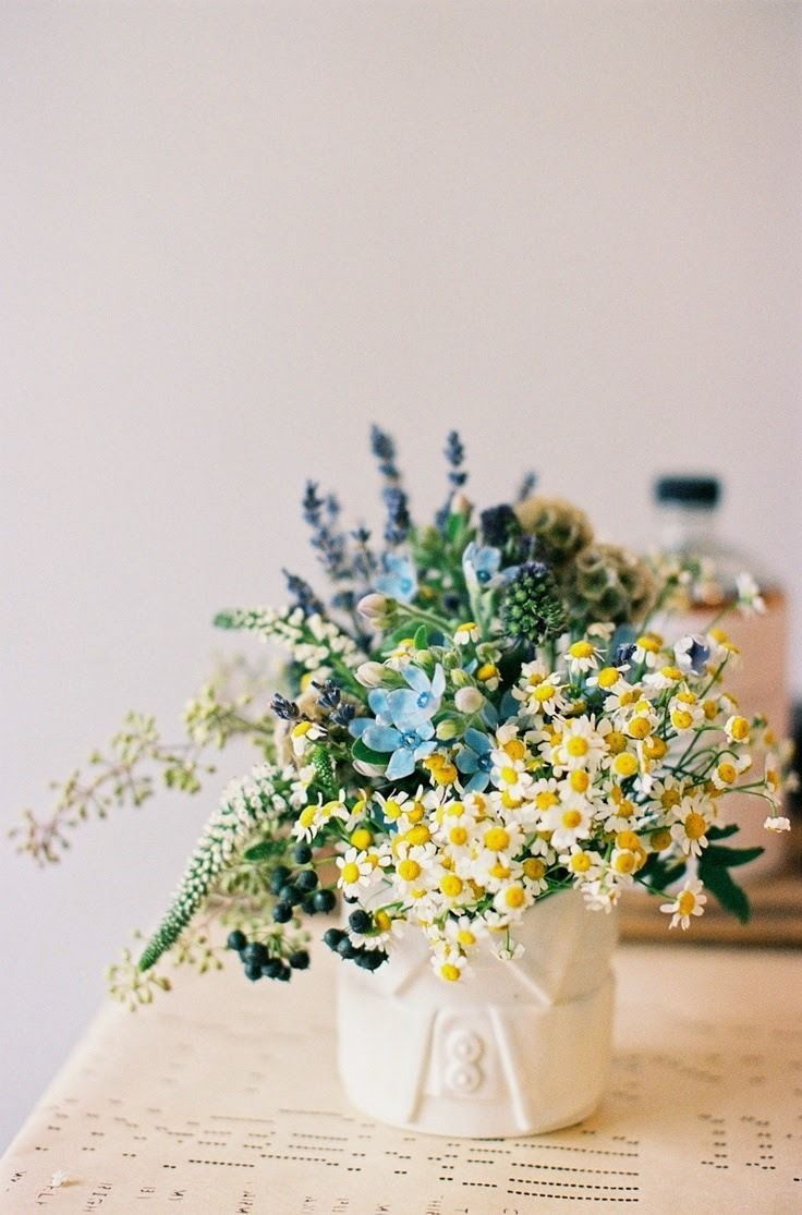 Flower Arrangement With Daisies Lavender And Berries Flower Arrangements Pretty Flowers Flowers