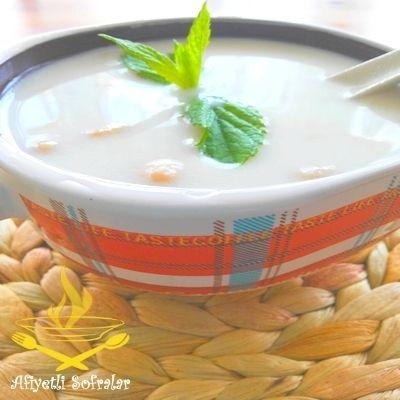 Çok Hafif ve besleyici bir çorba. AYRAN AŞI ÇORBASI, http://www.afiyetlisofralar.com/mutfaktan-lezzetler/yemektarifi/corbalar/ayran-asi-corbasi