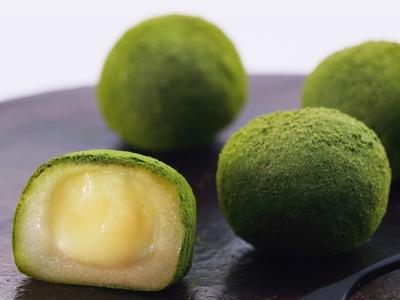 Okayama 岡山 おかやま Wagashi  和菓子  宗家 源吉兆庵  〈ホワイトデー〉「ショコラ餅 抹茶」のご案内 大切な方へのお返しに 日本独自の文化であるホワイトデーにふさわしいお菓子をご用意いたしました。 ◆「ショコラ餅 抹茶」 とろけるように甘美な味わい―。 うすくてやわらかなお餅に包まれたホワイトチョコレートクリームと香りよい抹茶が、絶妙に調和します。 1箱(8個入) 1,050円(税込) ※販売期間:3月上旬~3月中旬 ※数量限定商品のため、品切れの際はご了承ください。