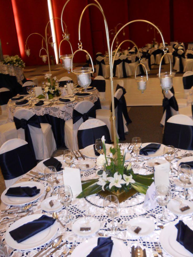 M s de 25 ideas incre bles sobre centros de mesas de color for Decoracion petrole azul