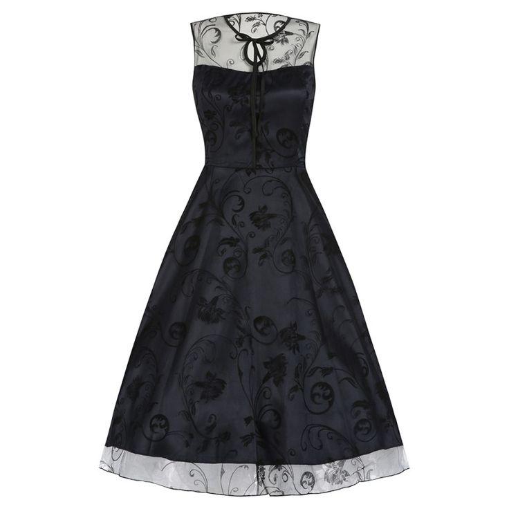 Šaty Lindy Bop Frankie Jean Midnight Blue Šaty ve stylu 50. let. Nádherné slavnostní šaty vhodné pro společenské události - na plesy, svatby, promoce, do divadla, na večírek či romantickou večeři. Spodní tmavě modrá brokátová vrstva s úzkými ramínky, na ní černá tylová, krajková s květy, úzká vázačka u krku, skrytý zip v bočním švu, materiál 100% polyester. Pro dokonalý vzhled a objem sukně doporučujeme doplnit spodničkou z naší nabídky.