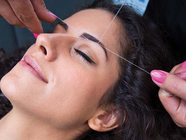 Check out the 5 ways to stop acne breakouts after eyebrow threading.