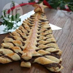 Árvore de Natal de Nutella® e massa folhada @ allrecipes.com.br - Uma torta doce espetacular para fazer no Natal e impressionar a família! É mais fácil de fazer do que você imagina. Basta seguir o passo a passo abaixo com fotos.