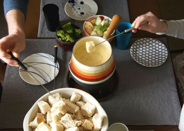 10 Ideas and Tips for an Old School Fondue Party - http://m.forkly.com/food/10-ideas-and-tips-for-an-old-school-fondue-party/