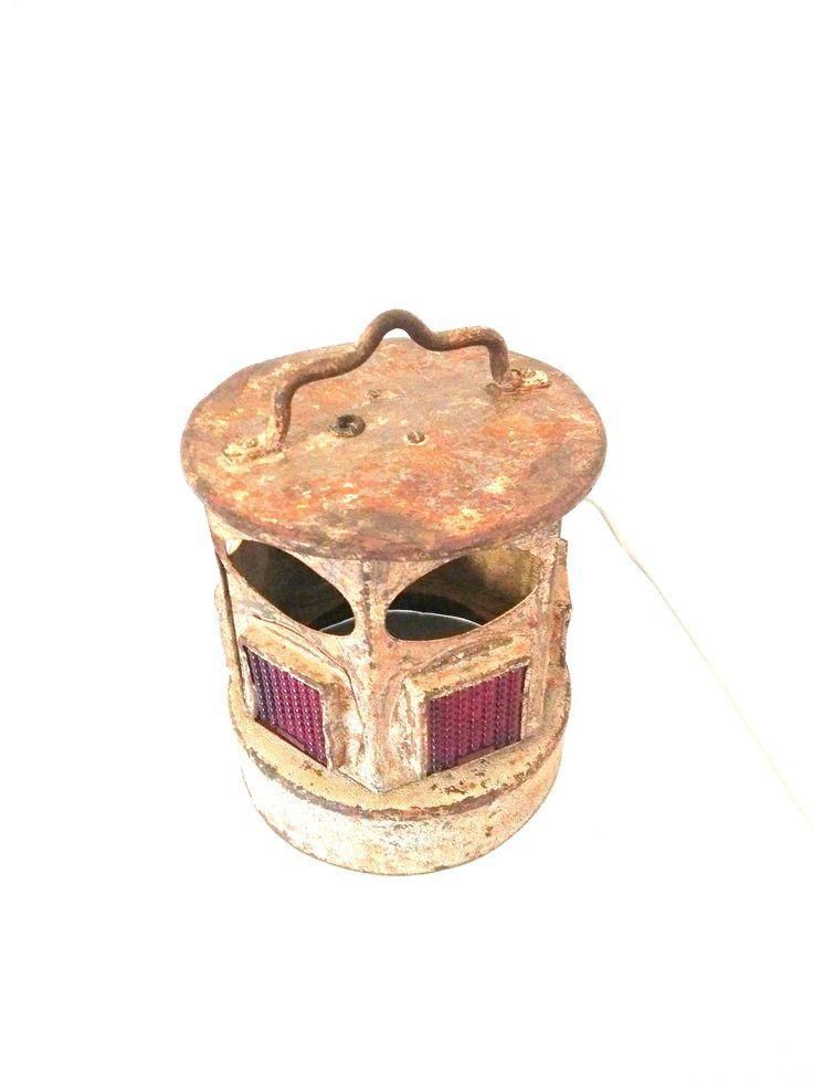 Voici ce que je viens d'ajouter dans ma boutique #etsy: Lanterne ancienne vintage de travail des années 1950, Old lantern, Vintage old lantern, old lantern of works, Mid Century http://etsy.me/2yZBB2V #articlespourlamaison #eclairage #beige #metal #annees1950 #cuisine