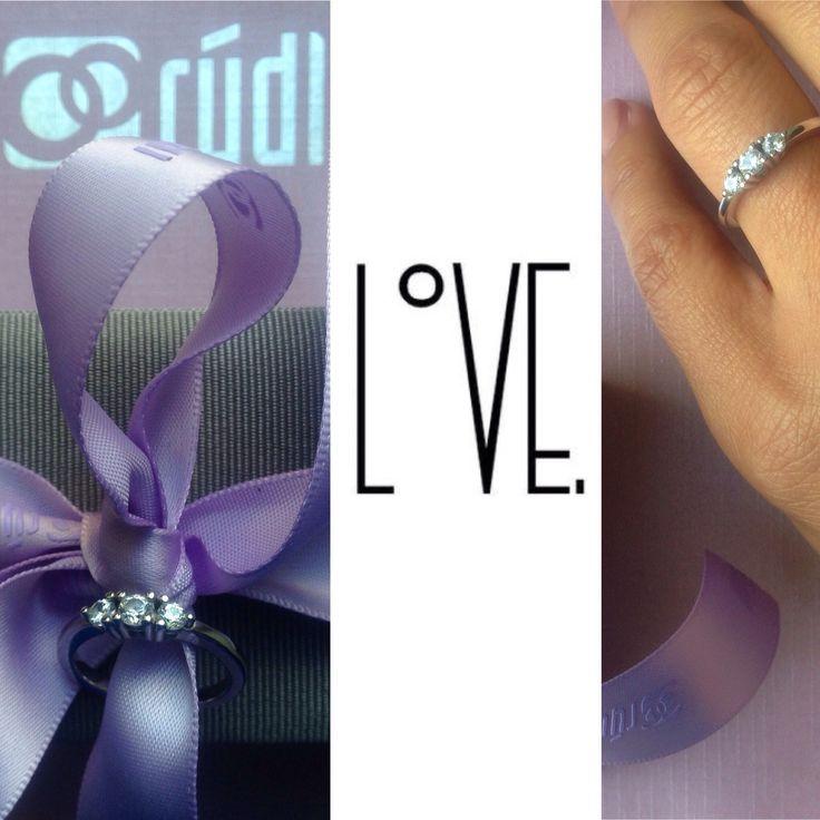 Děkujeme čerstvě zasnoubené slečně Pavlíně za originální fotografii & GRATULUJEME k zasnoubení 😉