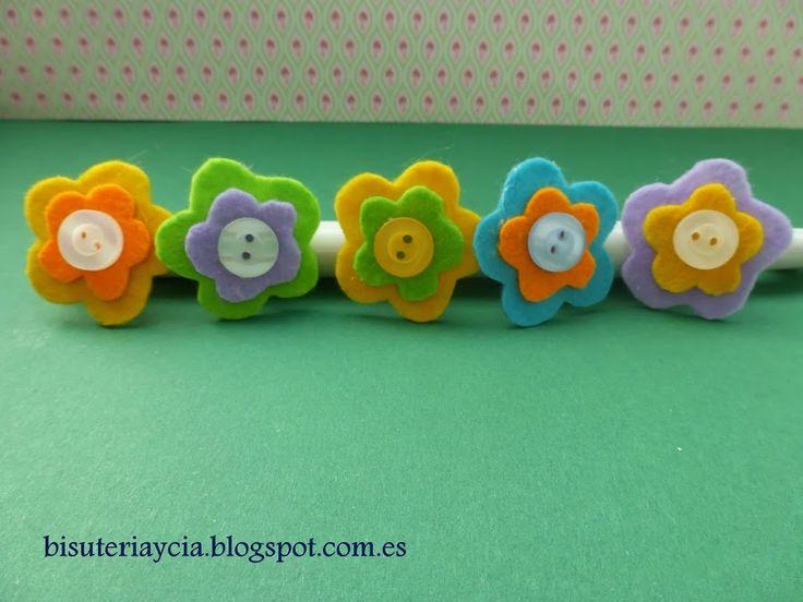 Anelli con fiori di feltro | mestieri