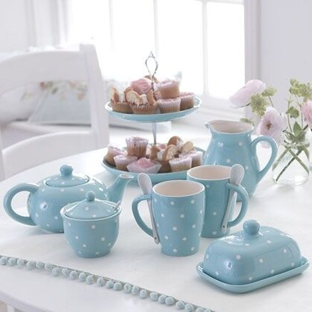 This set would look in any country kitchen......perfect for afternoon tea or a weekend breakfast in bed.....