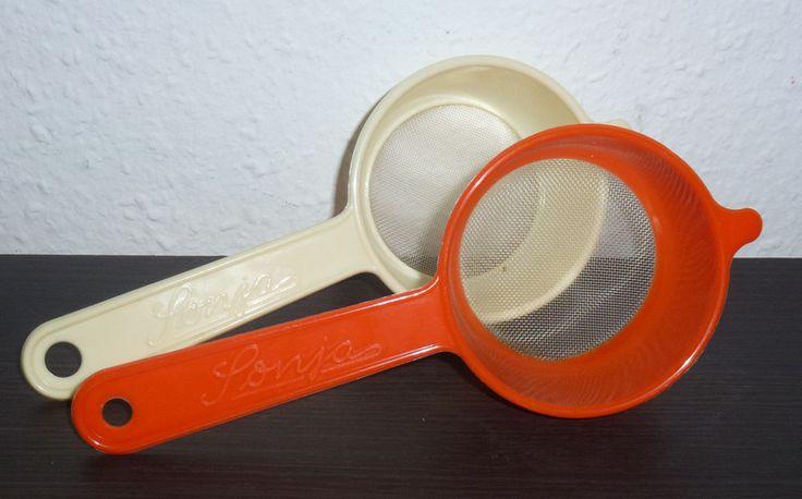 kleines Sieb Sonja ✿ Plastik ✿ Original DDR von alles.DABEI vintage auf DaWanda.com