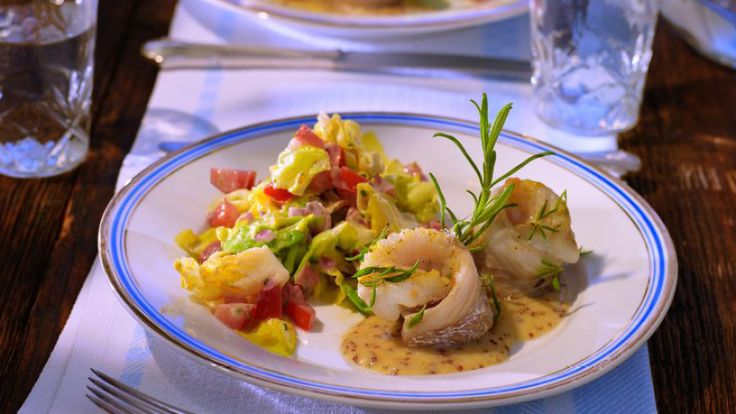 Gedünsteter Kopfsalat mit gebratenem Kabeljau und Pommery-Senf-Velouté