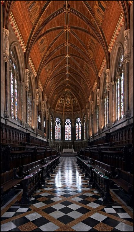 Cambridge, sus edificios representativos de cada college, con mezclas arquitectónicas que van desde la Edad Media hasta nuestros días, pasando por elementos góticos, Tudor y victorianos.