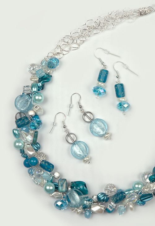 BLUE BAUBLES  Quick and easy to make, the varieties and possibilities are endless.