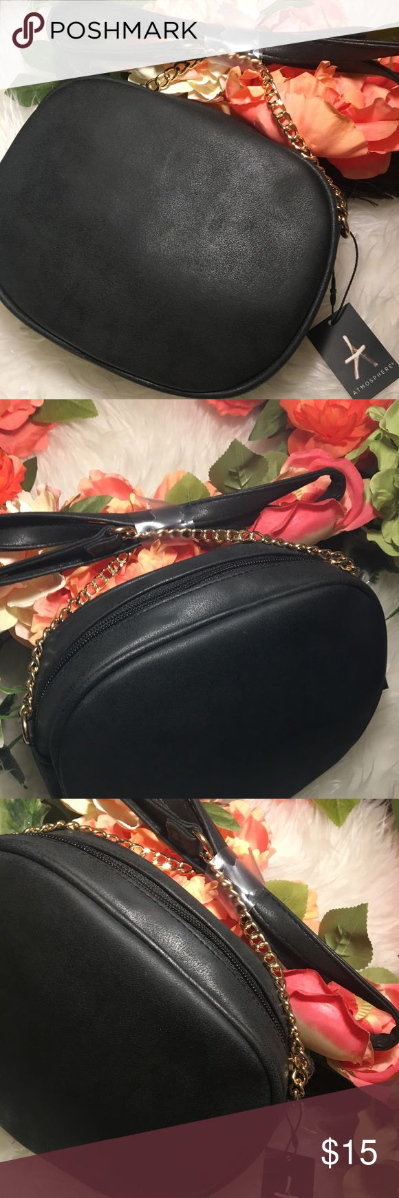 💋Beautiful Black CrossBody purse w/gold strap Primark purse: In style crossbody black purse. Gold color chain.. perfect for an everyday small purse. Brand  New, does not include SODA, just to show actual size. PRIMARK Bags Crossbody Bags