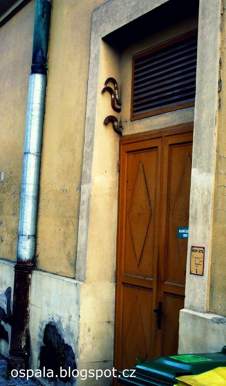http://ospala.blogspot.cz/2014/11/street-art-2-octopus.html