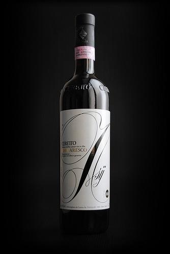 The elegant & artsy label of this wine