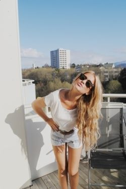 love her messy hair: Rayban, Haircolor, Long Hair, Blue Hair, Longhair, Hair Style, Pastel Hair, Pastelhair, Hair Color