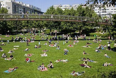 緑を感じるパリ12区の散歩道プロムナード・プランテ | Paris | フランス観光 公式サイト