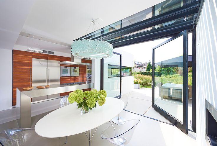 Stalen taatsdeuren zijn een uiting van vakmanschap, perfectie en doordachte details. Daar hoort een doordacht scharnier van FritsJurgens bij.