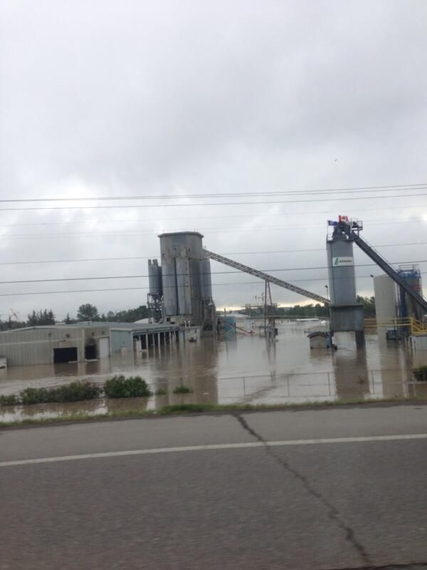 @Nikita Gross Gross Bakewell Lafarge #yycflooding this morning pic.twitter.com/5GFhUBOVeh