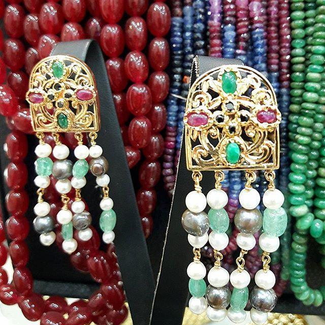 """Boucles d'oreilles """"Tradi fenêtre Chabak""""  émeraudes,perle de culture, Rosas,rubis Or 18k #jewlery #bijoux #fashion #fes #morocco #diamonds #caftan #style #stylish #instafashion #gold #whitegold #rosegold #bracelet #ring #sapphire #emerald #wedding #fashionshow #necklaces #festivalfashion #fes #melah #emerald #rubis #perle de cultures#inspiration"""