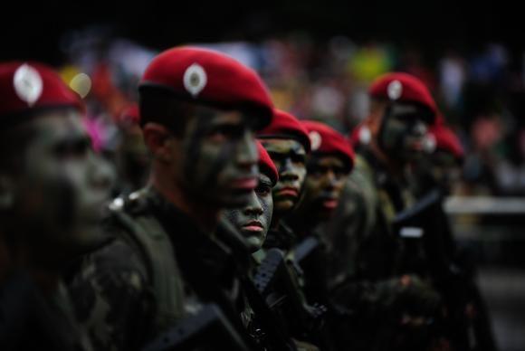 André Richter - Repórter da Agência BrasilO prazo para alistamento militar obrigatório de jovens do sexo masculino que completam 18 anos em 2016 começa no dia 2 de janeiro e vai até o dia 30 de junho. Para fazer o alistamento, os jovens devem se apresentar às Juntas de Serviço Militar (JSM) de suas cidades,…