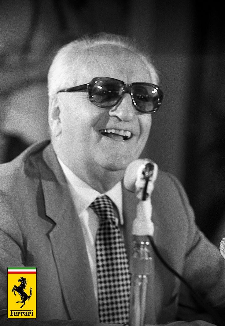 4. Enzo'nun ürettiği arabalar ve yarışlardaki başarıları dışında şirketine yeterince finansal katkıda bulunamamış olmalı ki 70'li yıllarda Dünya ekonomisinin gelişim ritmine ayak uyduramadı ve Ferrari şirketi büyük maddi sıkıntılarla karşı karşıya geldi. Normalde bankalardan borç alarak şirketini ayakta tutması gereken Enzo Ferrari, şirketini ayakta tutabilmek için büyük bir risk alarak İtalyan mafyasından borç alır.