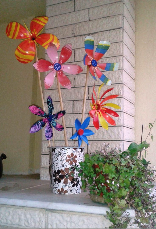 diy pinwheels from plastic bottles - atık plastik ve su şişelerinden rüzgargülü çiçekler -