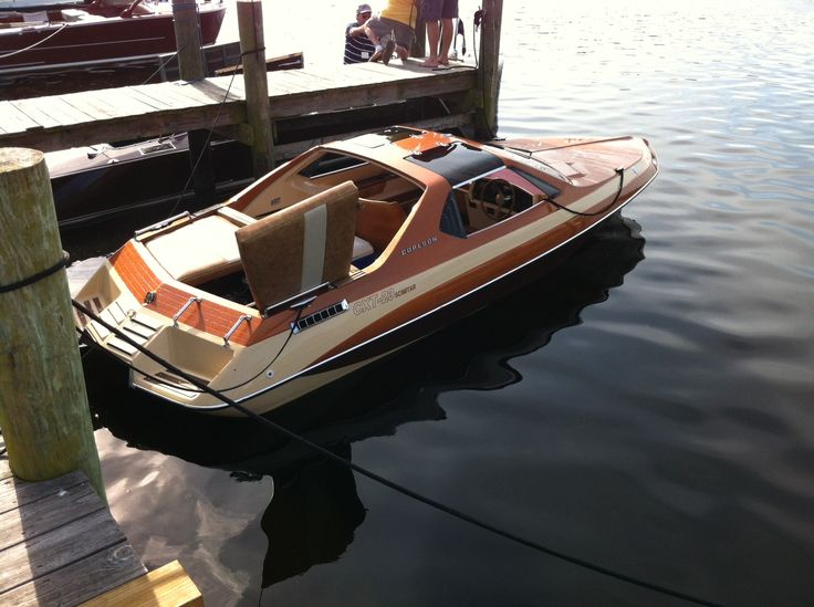 Glastron Carlson CXT-23 Scimitar. Sexiest power boat ever built, none finer.