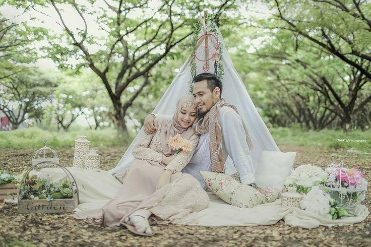 Gorgeous Prewedding photo by @deekayphotography cantik sekali ya komposisi dari foto ini! Terlihat soft dan Romantis.  Siapa yang suka? Ayo Tag dan bagikan inspirasi ini ke teman-temanmu