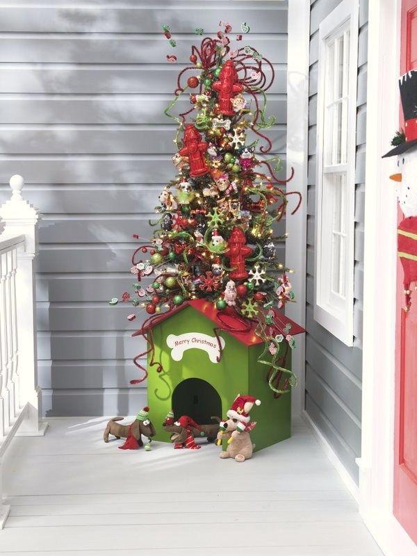 A dog house Christmas tree. Adorable!