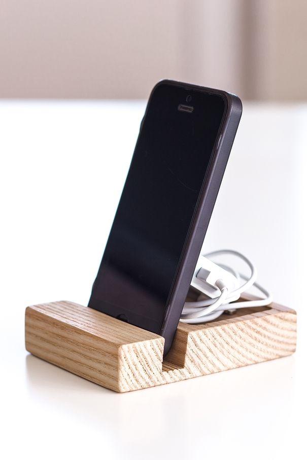 Подставки для смартфонов на стол своими руками
