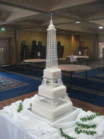 Spectacular Wedding Eiffel Tower Cake ♦  Too many beautiful Eiffel Tower cakes to Pin!