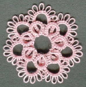 Two layter tatted flower - includes 3 variations http://www.cariad-tatting.co.uk/patterns.layeredflower18.pdf.pdf