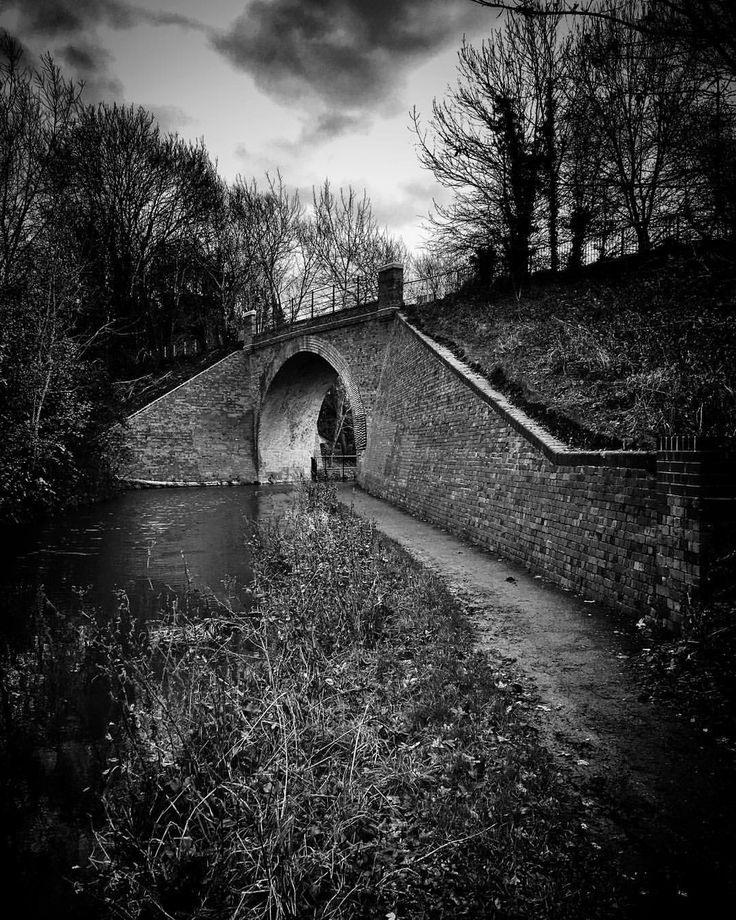 Round the bend. #timeforwiltshire #wiltshire #igerswiltshire #swindon #wiltshireandberkshirecanal #restoration #thebridge By @count_christoph on Instagram.