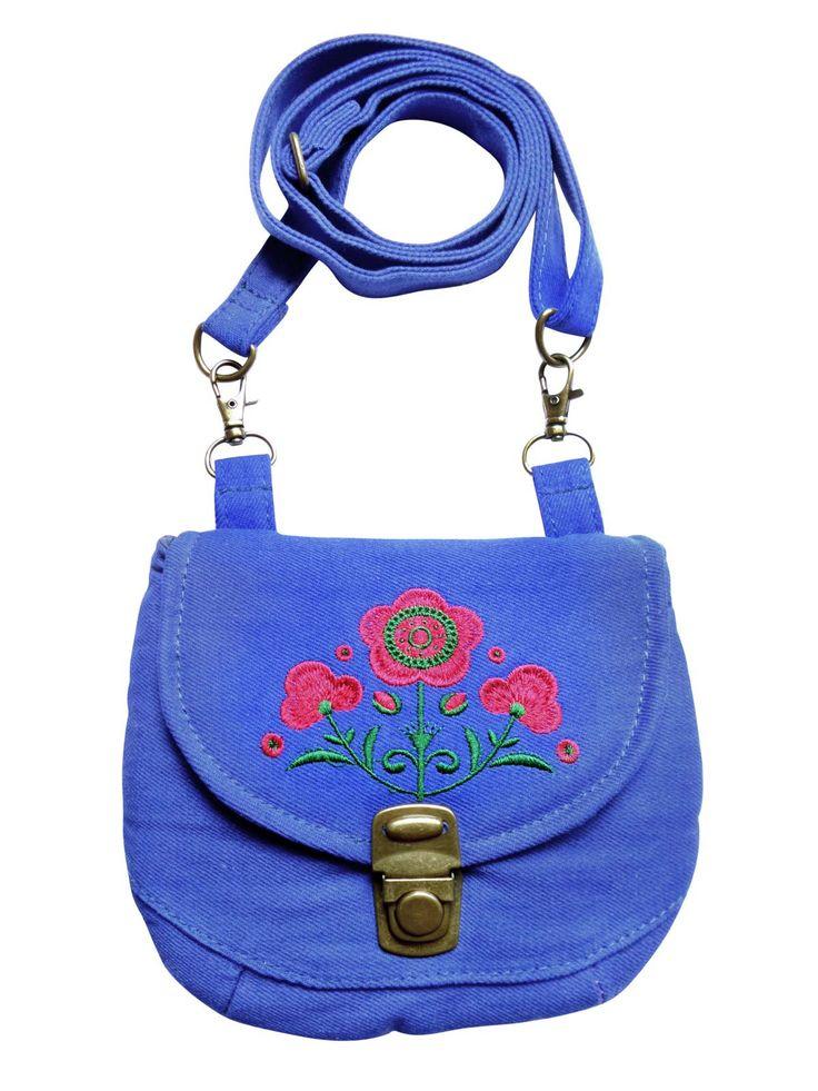 Een multifunctioneel tasje met verstelbare strap in blauwe denim met een geborduurde bloem. Op werkdagen voor 20.00 uur besteld, de volgende dag in huis.