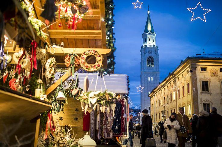 L'alta moda si dà appuntamento il 6 e il 7 dicembre sulla Regina delle Dolomiti:  http://www.capolavoroitaliano.com/le-quattro-stagioni/magico-autunno/4958/moda-alta-quota-al-cortina-fashion-weekend-il-6-e-7-dicembre/