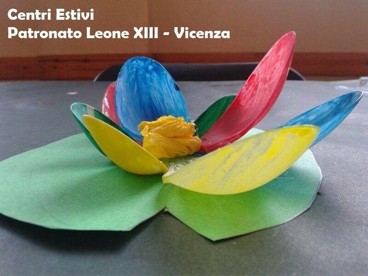 Attività Creative Per Bambini: La creatività ai Centri Estivi - Ninfee con cucchiai di plastica