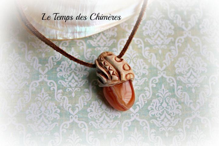 Pendentif amulette pierre semi-précieuse cornaline et argile polymère bijou elfique : Pendentif par le-temps-des-chimeres