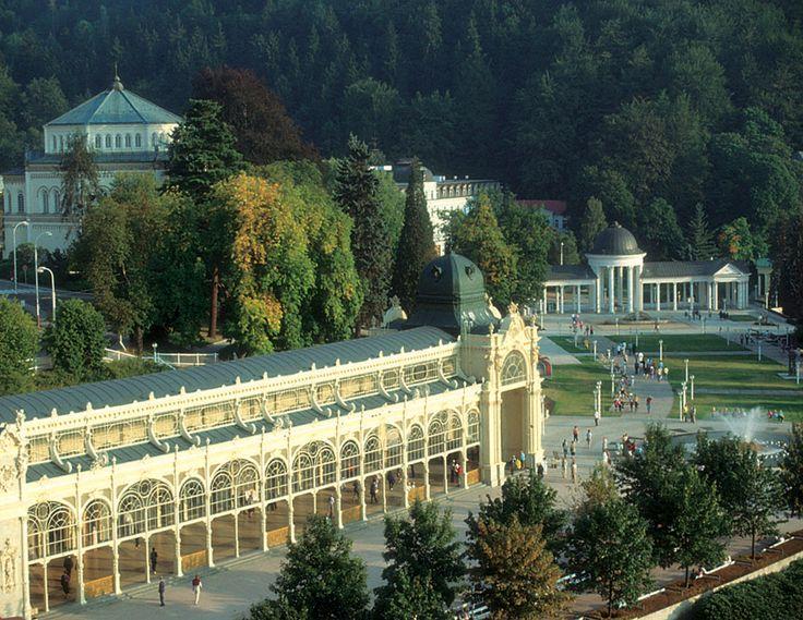 Kolonáda, zpívající fontána, kolonáda Karolinina a Rudolfova pramene.
