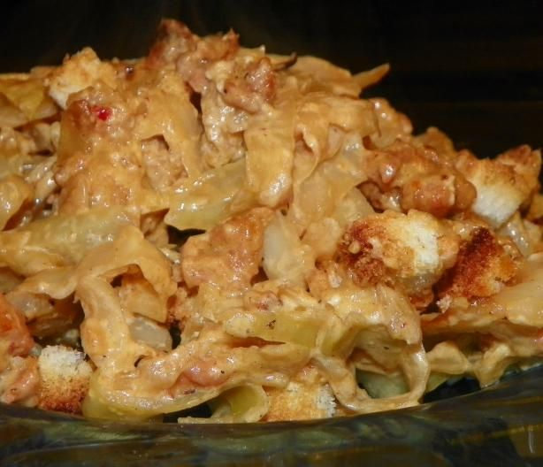 German Cabbage Casserole - Kohl Und Hackfleisch - Cabbage and meat mildly seasoned with garlic and onions in a creamy cheese sauce and topped with breadcrumbs for a pretty presentation! A real comfort food. Even those who say they HATE cabbage will eat this and like it!