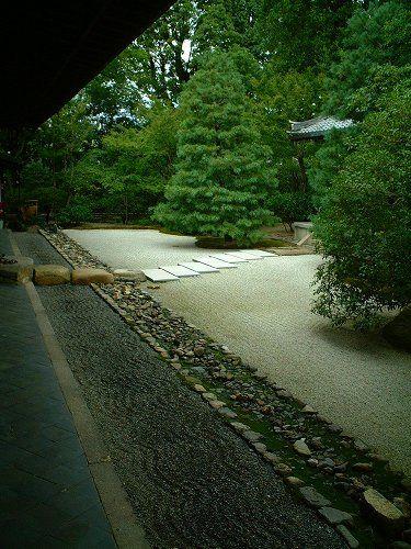 #Japan kenniji  http://www.japanesegardens.jp/gardens/secret/000080.php